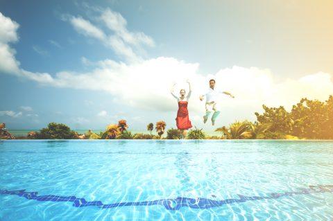 Sprung in Pool
